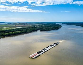 A picture of a barage on the Mississippi River