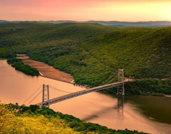 A picture of a bridge over the Hudson River