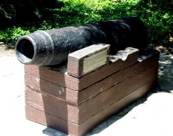 A picture of a cannon from the Alamo