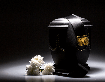 A picture of a urn with cremated remains