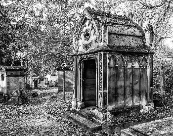A picture of a mausoleum in Paris, France