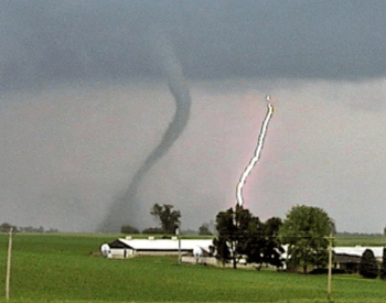A small F1 tornado funnel cloud