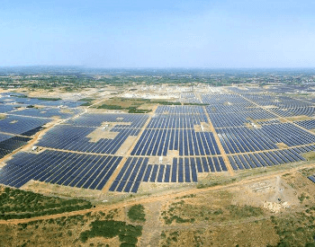 A picture of the Kamuthi Solar Par (solar power plant)