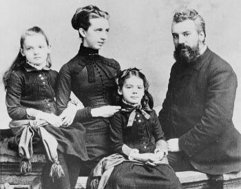 A picture of Alexander Graham Bell and his family in 1885