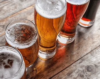 A picture of alcohol beverages (beer) that contain carbohydrates