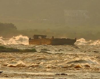 A picture of a boat while the Congo River is rough