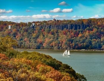 A picture of a boat on the Hudson River