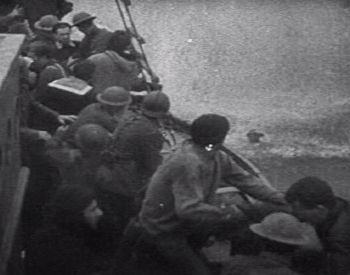 A picture of British soliders escaping at Dunkirk, France