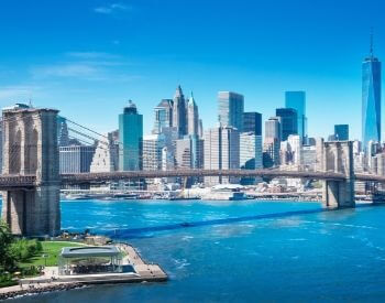 A picture of the Brooklyn Bridge and NYC skyline
