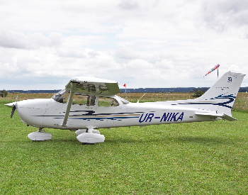 A picture of a Cessna 172 Skyhawk plane