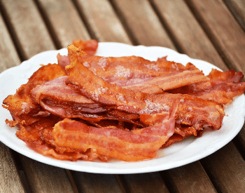 A picture of cooked slices of bacon