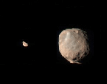 A photo of Deimos moon (left) compared to Phobos moon (right)