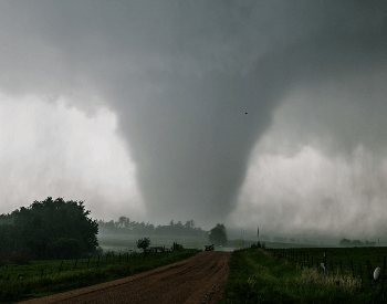 A Picture of an EF4 tornado on 05-25-2016