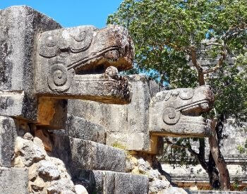 A picture of the stone staircase entrance to Chichen Itza