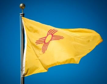A picture of the flag of the U.S. state of New Mexico