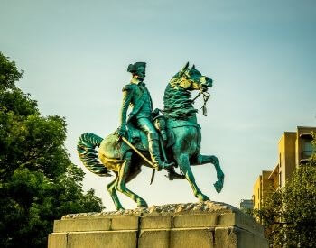 A picture of a statue of George Washington in Washington D.C