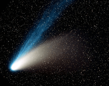 A picture of the comet Hale-Bopp