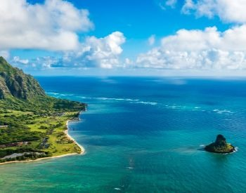 A picture of a Hawaiian Island in the Pacific Ocean