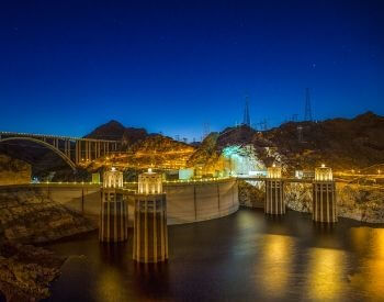 A picture of the Hoover Dam lit up at night