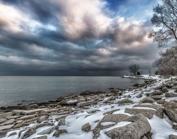 A picture of Lake Ontario during a winterstorm