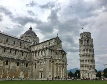 A picture of the Leaning Tower of Pisa and Cathedral