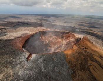 A picture of the active volcano Mauna Loa in Hawaii