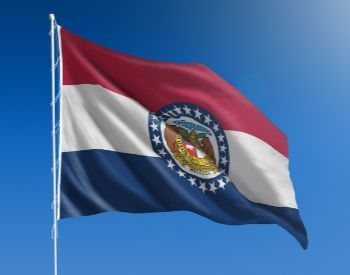 A picture of the flag of the U.S. state of Missouri