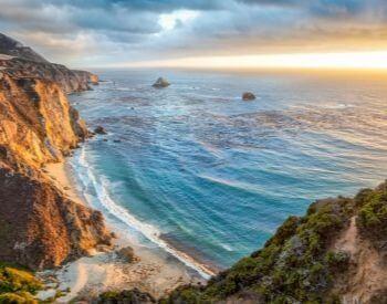 A picture of the Pacific Ocean coastline in California