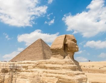 A picture of the right side of the Sphinx