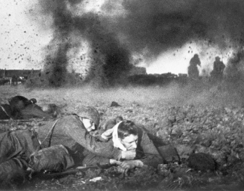 A picture of Soviet troops fighting in the Battle of Moscow