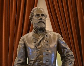 A picture of a statue of Robert E. Lee in the Virginia State Capital