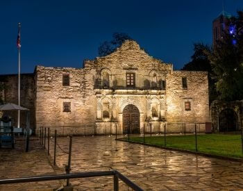 A picture of the Alamo at night