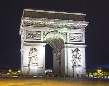 A picture of the Arc de Triomphe during the nighttime