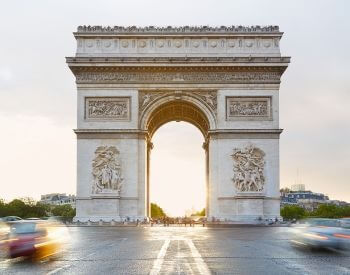 A picture of the Arc de Triomphe during the daytime