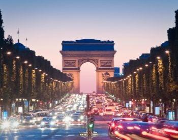 A picture of the Arc de Triomphe along the famous avenue