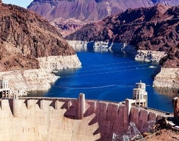 A picture of the Colorad River and the Hoover Dam