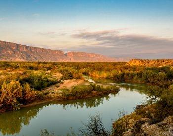 A picture of the Rio Grande River in the Desert