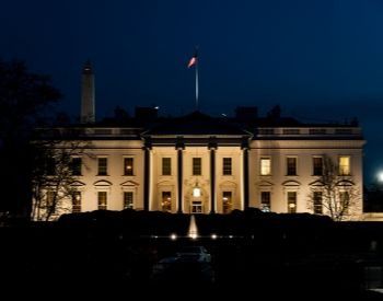 A picture of the White House at night