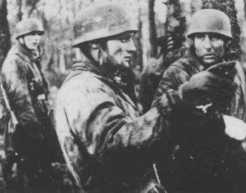 A picture of Von der Heydte at the Ardennes Offensive in 1944