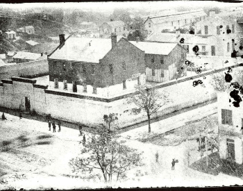 A picture of the Warren County Jail where Confederate POWs were held from the Battle of Vicksburg